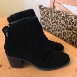 Aerosoles black ankle boots